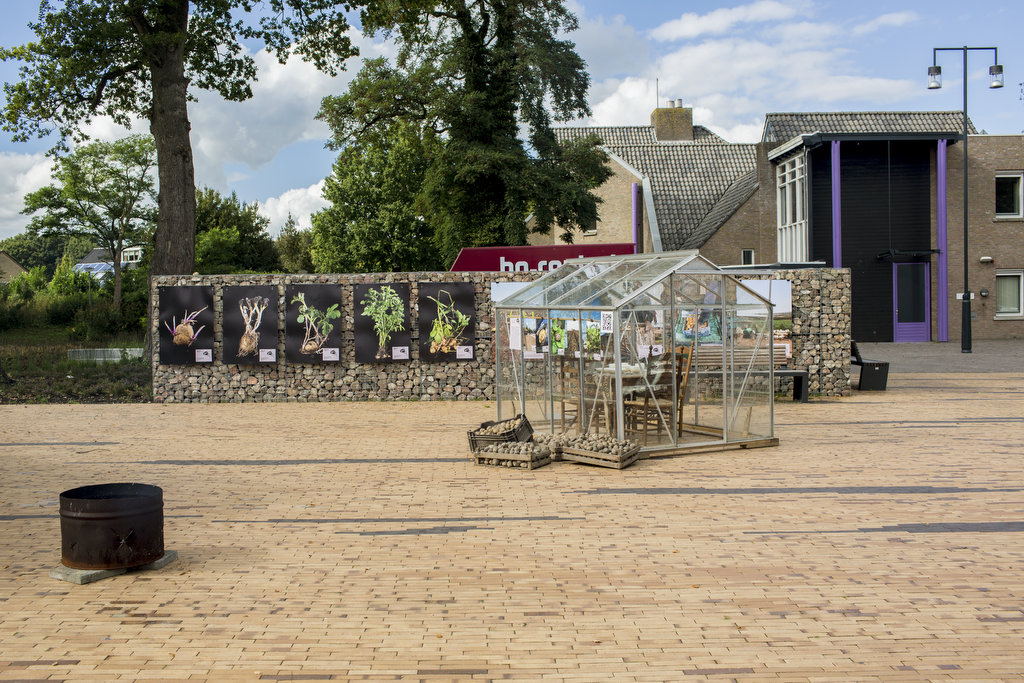 Photo: Dirk-Jan Visser / Borger / The Netherlands / 19-09-2015: Eind presentatie van het aardappelcafe met DUS-Architecten en Atelier aan de Middendijk in het centrum van Borger