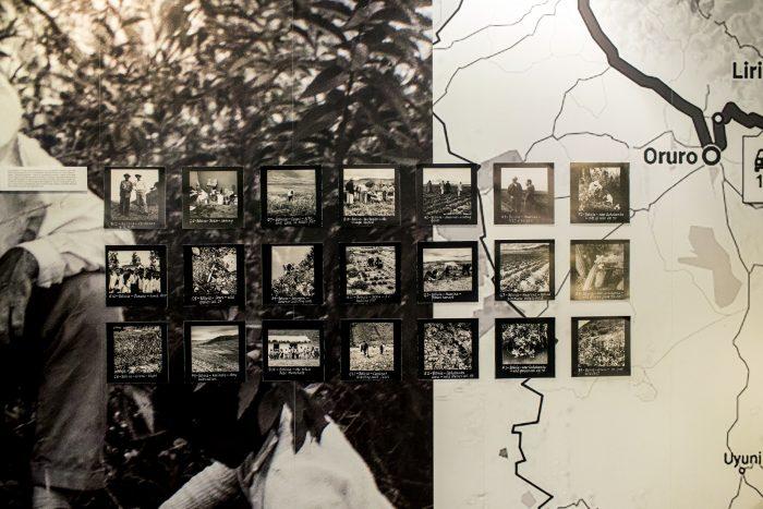 Photo: Dirk-Jan Visser / Gush Atzion / 18-09-2016: Het Gush Etzion kruispunt is is een rotonde op route 60 tussen Hebron en Bethlehem. Hier ligt een bij het settlement Gush Etzion een klein winkelcentrum met onder andere een supermarkt van Rai Levi. Op het kruispunt zijn in het verleden verschillende aanslagen gepleegd, daarom is er ook een grote aanwezigheid van het leger.